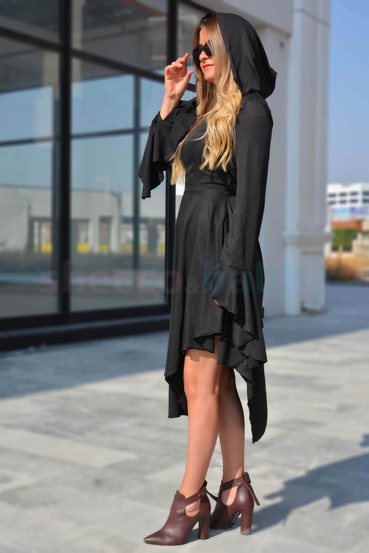 Siyah Kapüşonlu Kadın ELbise